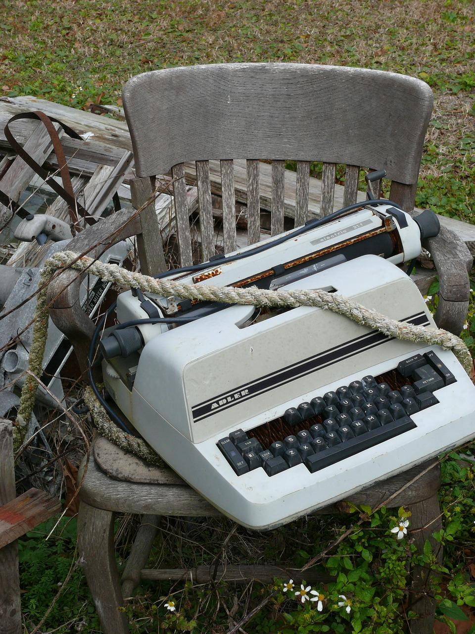 typewriter-447630_1280